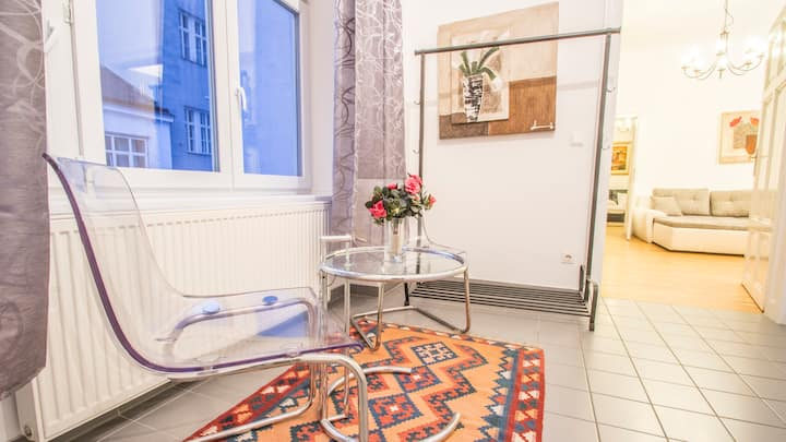 central apartment for 4 at shopping street