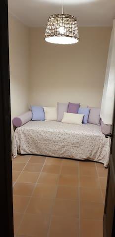 habitacion pequeña 2 camas