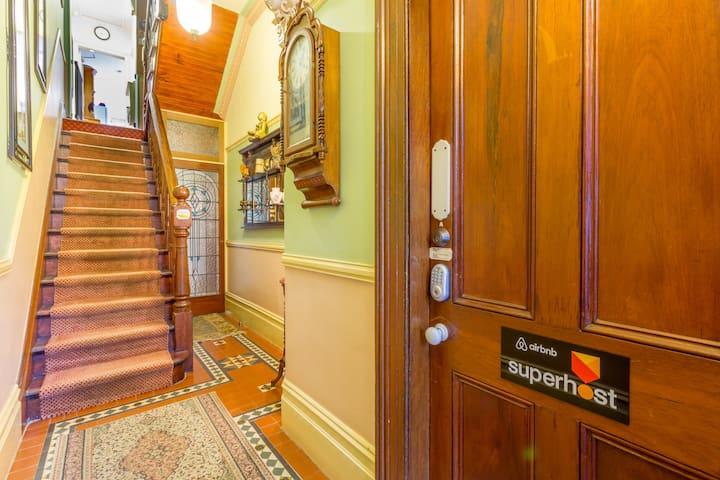 SUPERB SURRY HILLS STUDIO ROOM - Great Location