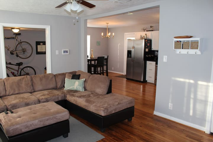 Cute & Cozy Cottage 4 min to UofH, 10 to NRG/DnTn