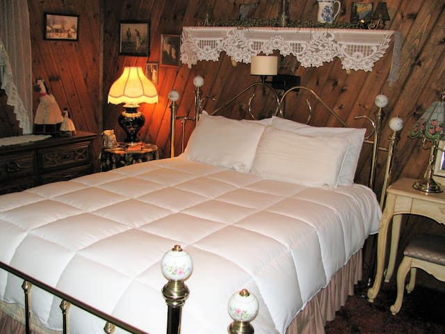 Queen size bedroom on the lower level