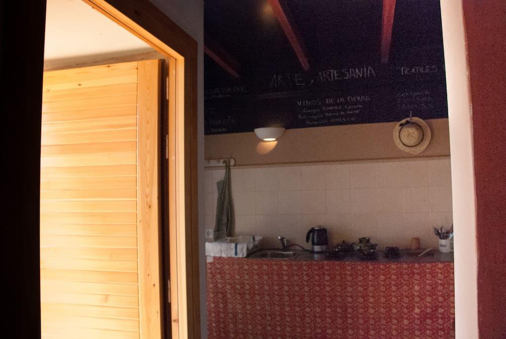 Entrada y zona de cocina