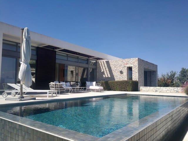 Minthis luxury Morden villa