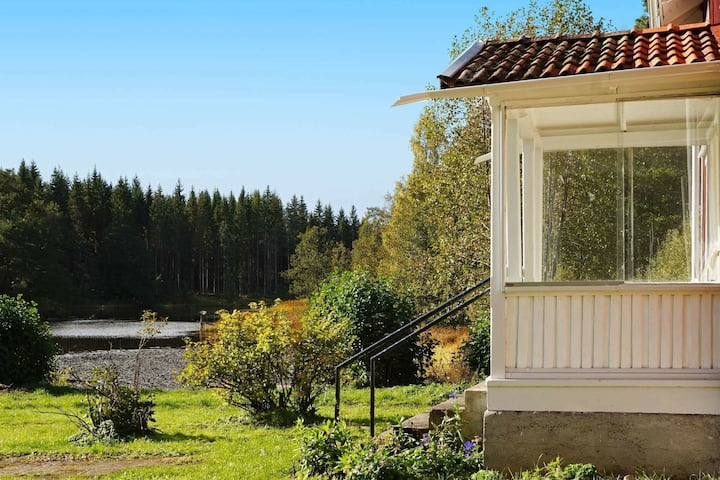 9 person holiday home in FRØVE