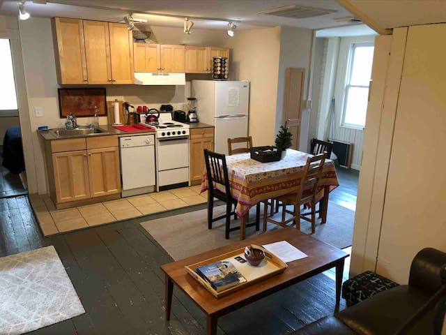 Lovely private 2 br Apt on Yale Campus in N haven