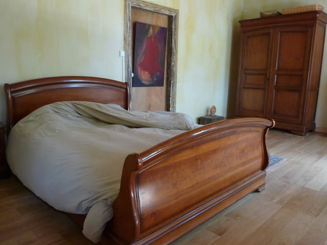 1 chambres double 1 lit simple - Bourbon-l'Archambault - Bed & Breakfast