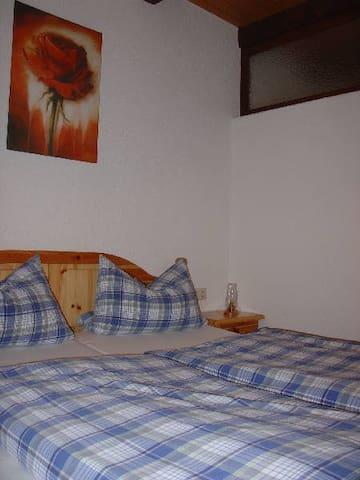 Uhlhof, (Hausach), Ferienwohnung Nr. 2, 65qm, 2 Schlafräume, max. 4 Pers.
