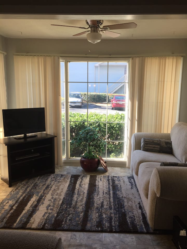 Contemporary Two Bedroom Condo Minutes From ATL