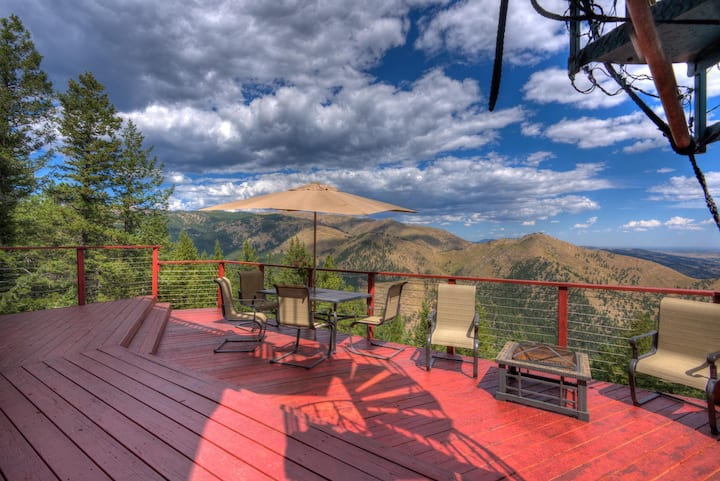 Stunning views, mountain home w/hot tub up to 8