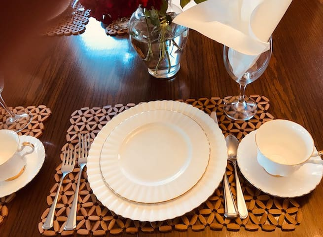 DISHES, CUTLERY, GLASSWARE IS SUPPLIED