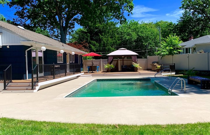Heated Pool Retreat (Pool through September only)