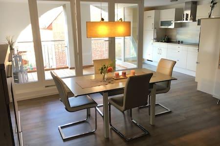 2-Zi-Wohnung mit Loggia in Stralsunder Altstadt - Stralsund - Lägenhet