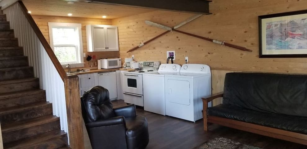 Fully equipped kitchen and washer/dryer