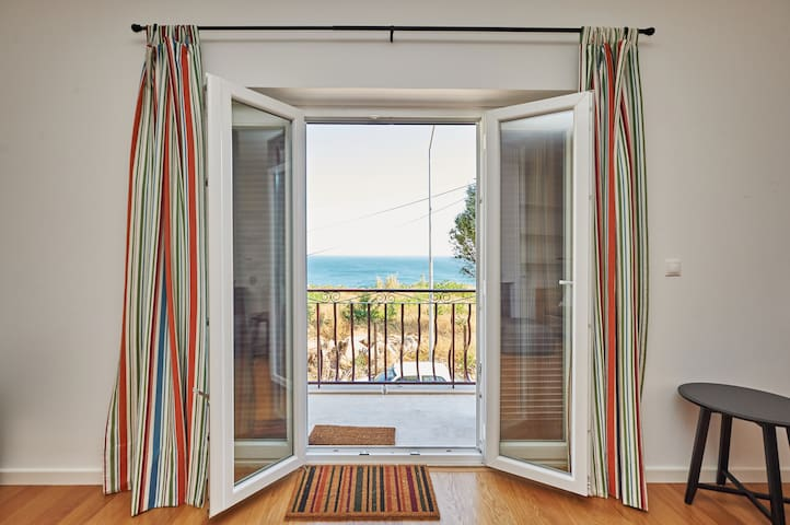 Renovated apartment 1 minute to the beach/train. - Estoril - Apartment