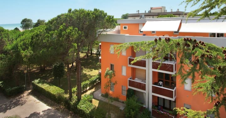 apt for 4+1 persons with a/c in Bibione R76621