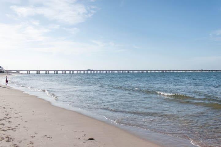 Chicks beach vacation stay