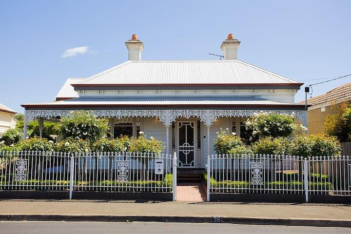 Lorna's retreat - Geelong West - Talo