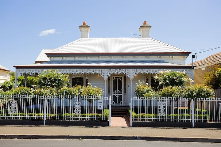 Lorna's retreat - Geelong West