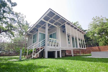 Bangsaen Heritage Hotel  (Villa B) - Vila
