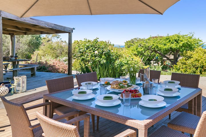 Alfresco Dining overlooking magnificent Westernport Bay