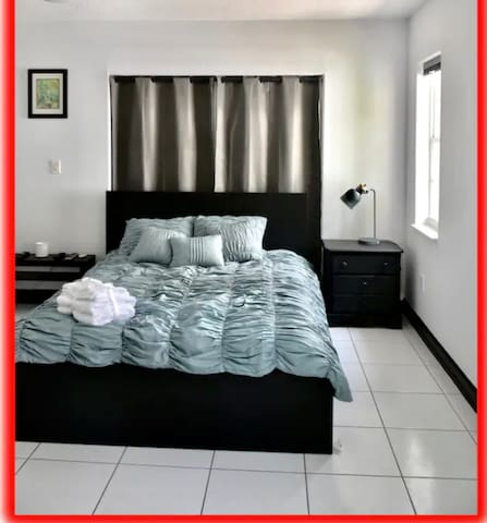 Miami Luxury Apt, Private Entrance & 2 Car Parking