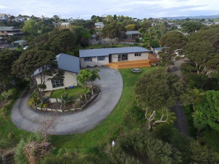 Stay at Raglan - By the sea