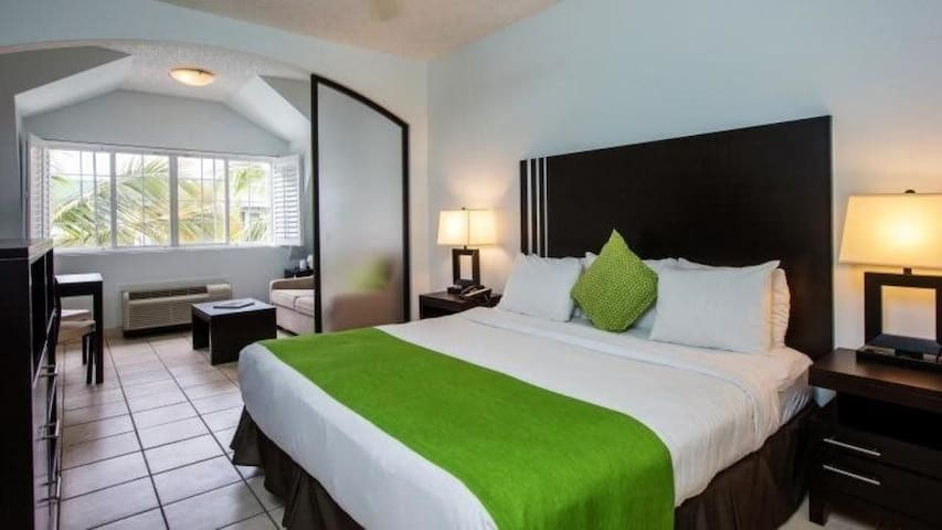 Ports of Call Resort–Pool View(Studio King Bed)