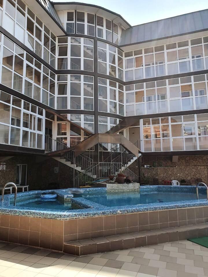 Уютный номер в гостинице с бассейном Адлер
