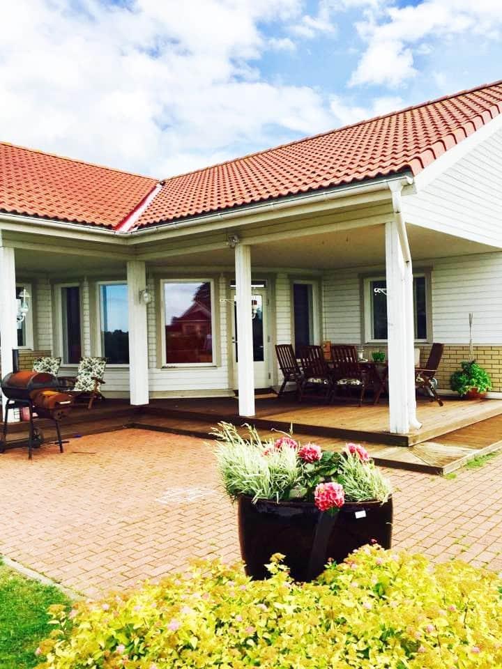 Villa with sauna near the sea!