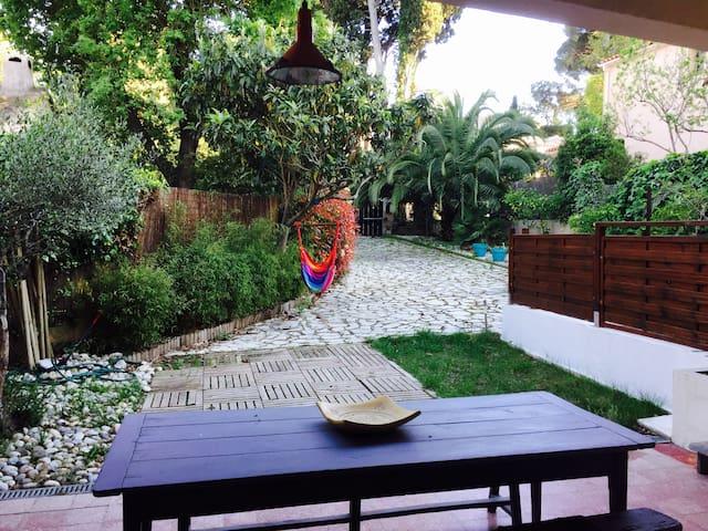 Studio 42m² terrace and garden, near beaches - Toulon - House