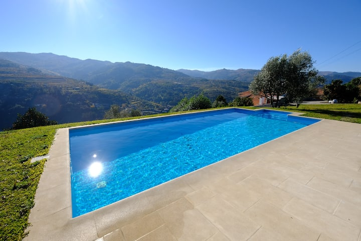 2 Houses Douro Valley groups+pool+parking+BBQ