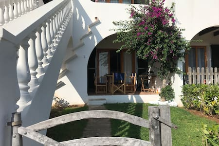 CHARMING APARTMENT, SWIMMING POOL  AND BEACH
