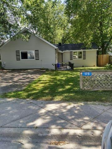 2 BR Pet Friendly home near Main St & Lake Muskoka