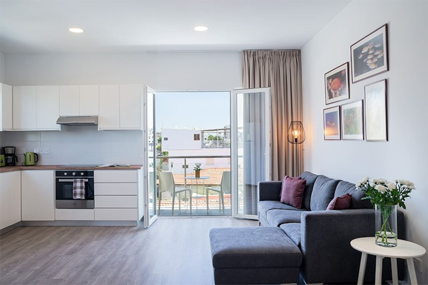 Silver Apartment-Central