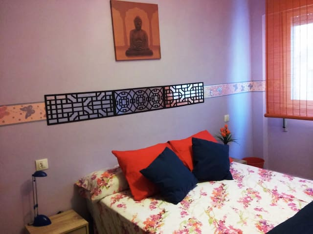 """Buddha "" Beautiful double room . Pamper yourself - Gijón - Appartement"