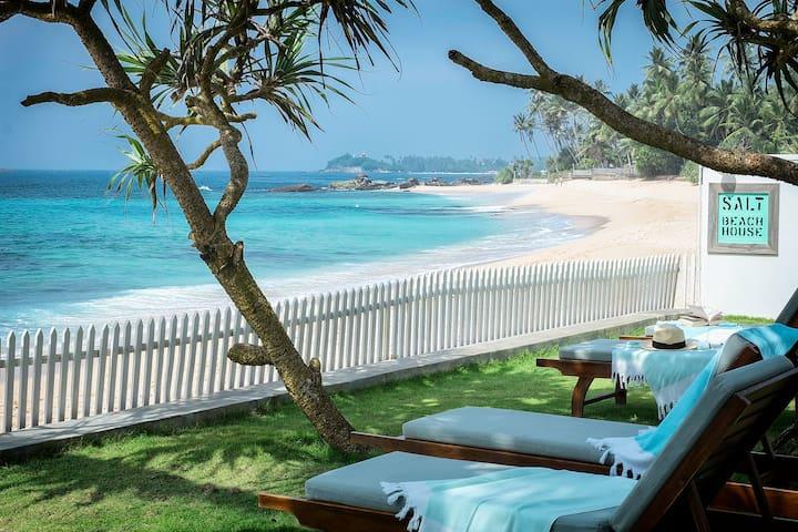 Absolute Beach Front, Stylish Villa