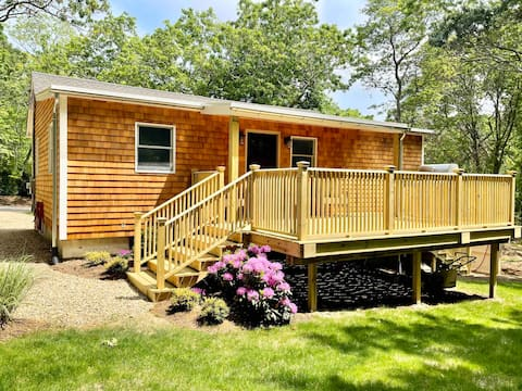 Beautiful Cottage with walking distance to beach!