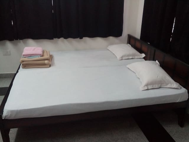 Aditi  NON A/C Rooms  -Mogappair West