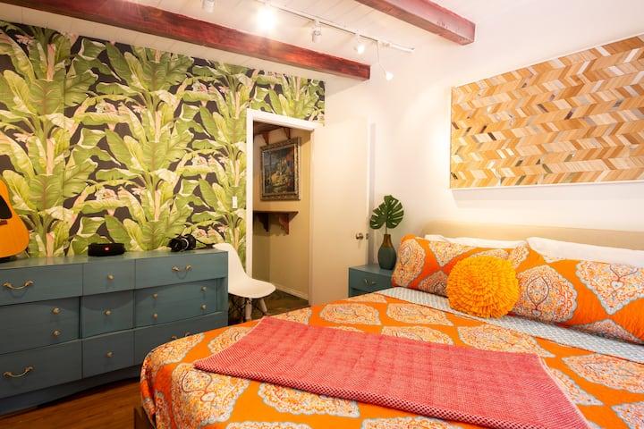 Cozy & Private Studio in Former Celebrity Mansion
