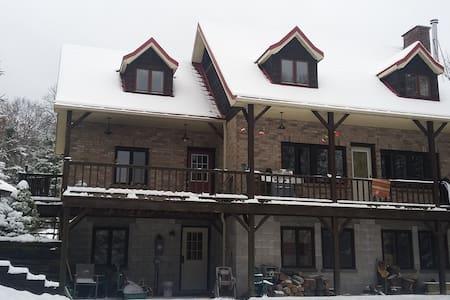 Snowmobiler's Paradise for $1200/week - Algonquin Highlands