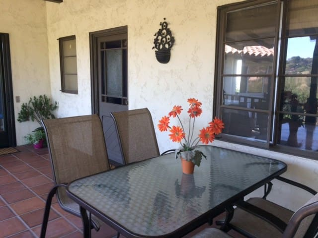 Private Guest Apartment with views - La Habra Heights - Lejlighed