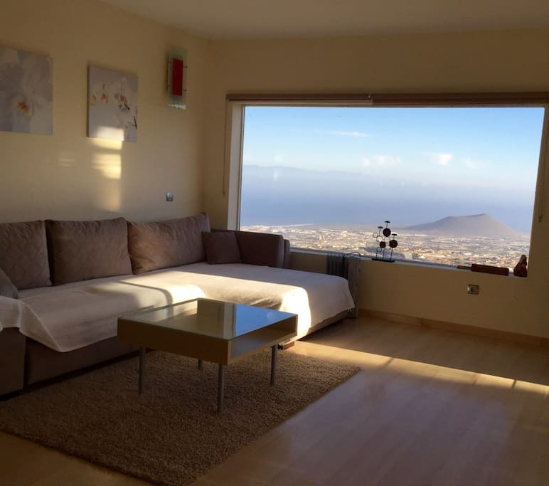 spacious living room with amazing views espacioso salón con maravillosas vistas.