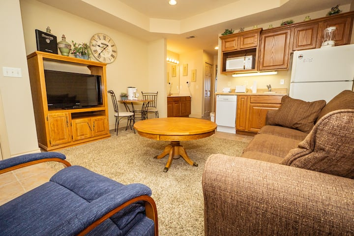 Walk-In King Suite with Jacuzzi Tub, Kitchenette, Patio
