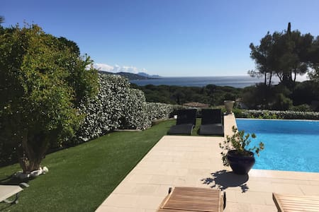 Chambre dans superbe villa vue mer / Piscine - Sainte-Maxime - Villa