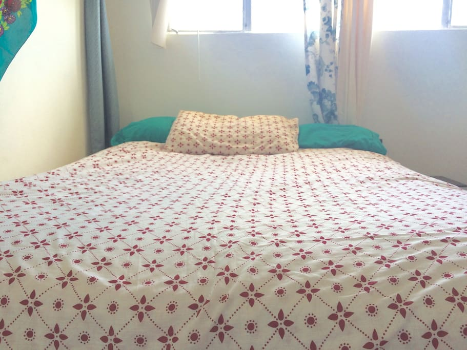 Queen bed with memory foam pillow topper