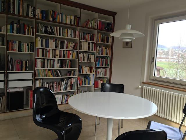 Zimmer in grossem Haus - Schlieren - Dům