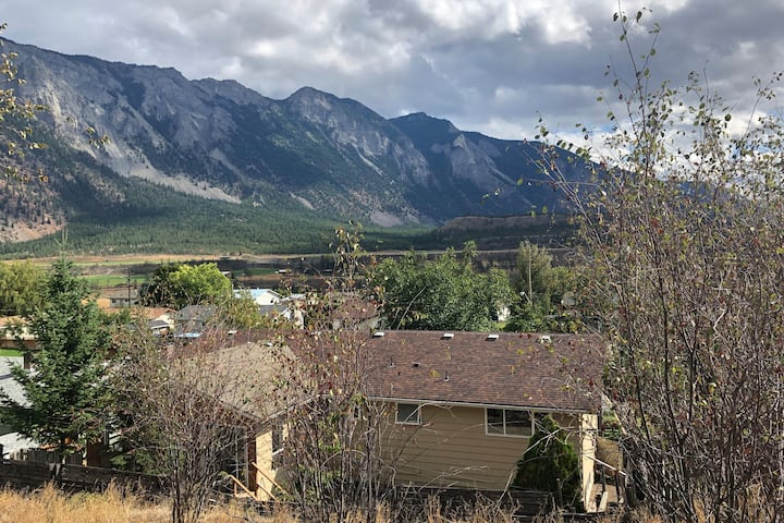 Bright, spacious 'home away from home' in Lillooet