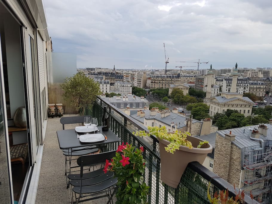 Balcony with nice view on all Paris