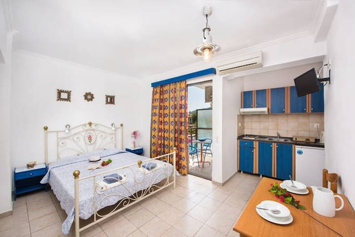 Double cozy studio 10 meters away from the sandy beach