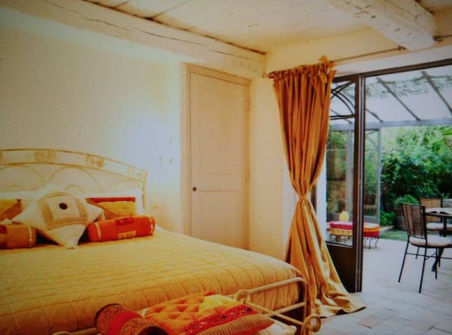 Excellent accommodation near food street